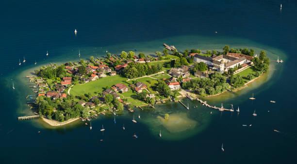 luftbild fraueninsel chiemsee - klosterurlaub stock-fotos und bilder