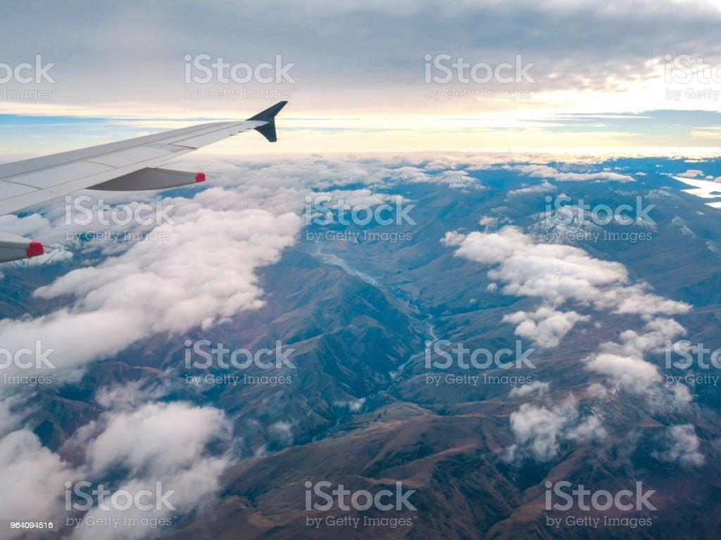 クイーンズタウン, ニュージーランドの上を飛ぶ飛行機の窓から空撮 - クイーンズタウンのロイヤリティフリーストックフォト