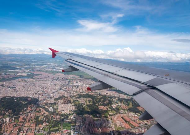 Luftaufnahme aus dem Fenster eines Flugzeugs der stadtweit endenden Zone Bogota. Kolumbien – Foto