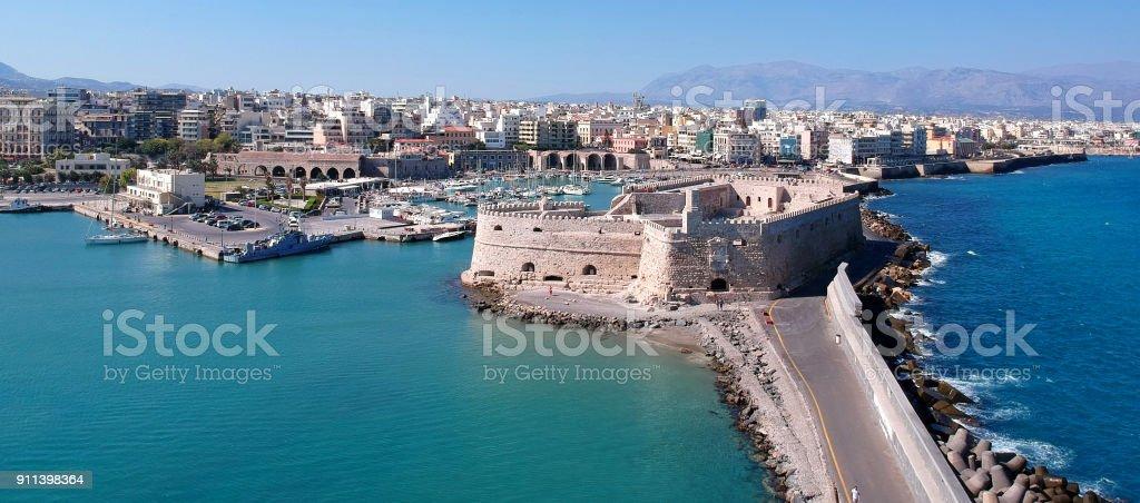 Antena ver se Iraklion, capital da ilha de Creta - foto de acervo