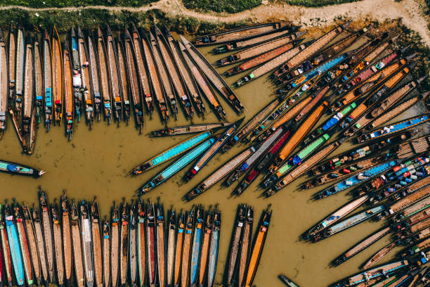 aerial view of a lot of boats near the market on inle lake - burma home do стоковые фото и изображения