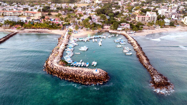 aerial view of a marina in punta de mita, nayarit, mexico - oceano pacifico occidentale foto e immagini stock