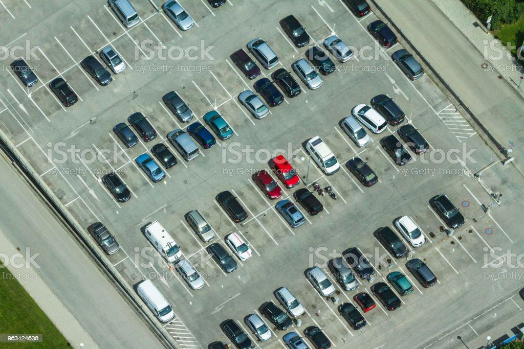 Aerial view of a parking lot with many cars in rows in Munich, Germany - Zbiór zdjęć royalty-free (Aranżować)