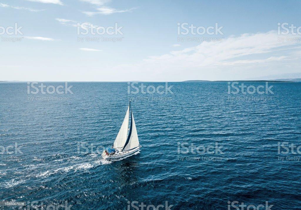 Luftaufnahme von einem Segelboot – Foto