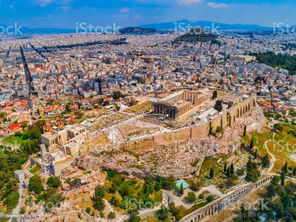 Luchtfoto van de Akropolis en het stadsbeeld van Athene foto