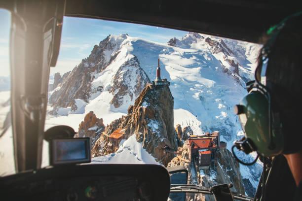 프랑스 알프스 산맥의 몽블랑 산괴에서에 귄 뒤 미디의 조감도 헬리콥터 조종석에서 보기 - 몽블랑 뉴스 사진 이미지