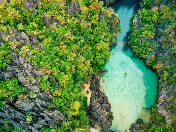 aerial view of beautiful lagoon with kayaks - laguna foto e immagini stock