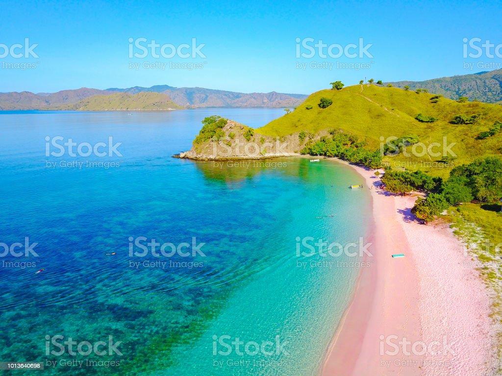 Luftaufnahme des schönen Rosa Strand auf der Insel Flores – Foto