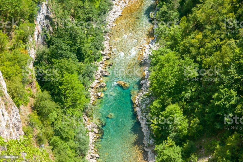 Vista aérea da bela canyon do Rio Tara - foto de acervo