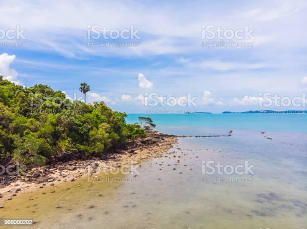 Aerial View Of Beautiful Tropical Beach And Sea With Palm And Other Tree In Koh Samui Island - Fotografias de stock e mais imagens de Ao Ar Livre
