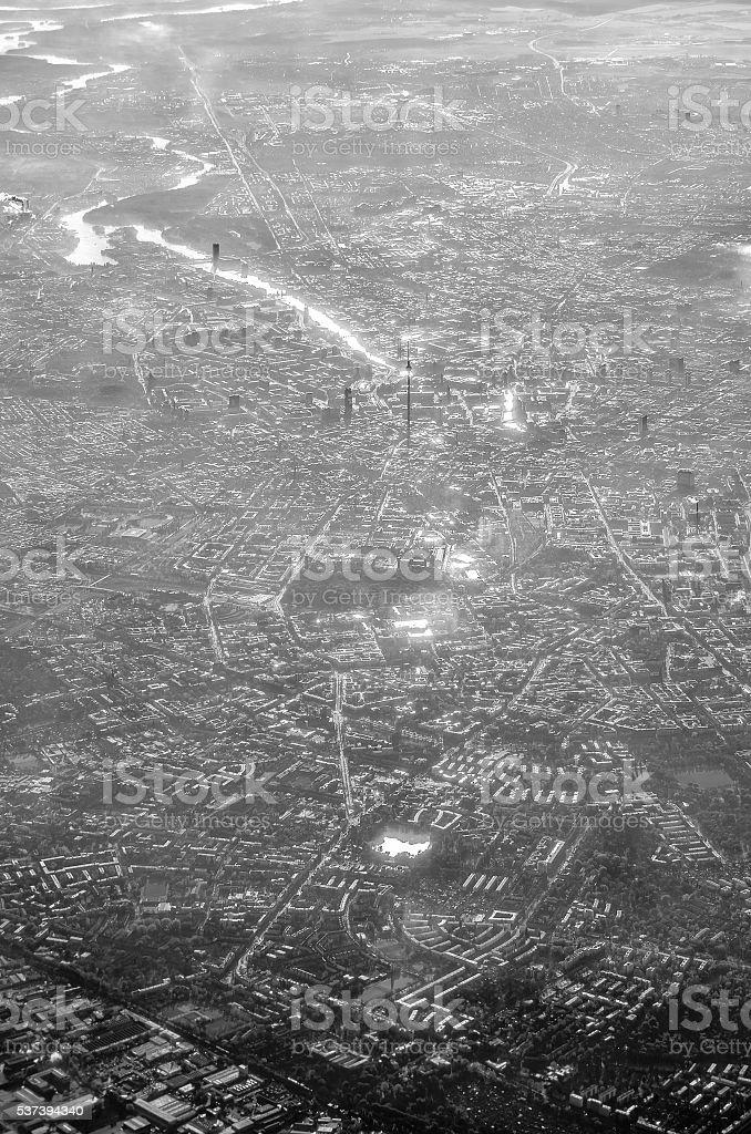 Luftaufnahme von Berlin, Deutschland, einfarbige auf smog und Sonntag – Foto
