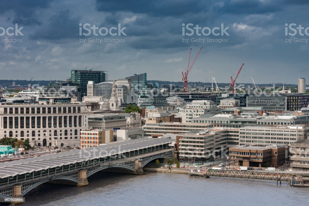 Vista aérea da ponte ferroviária de Blackfriars em Londres - Foto de stock de Arquitetura royalty-free