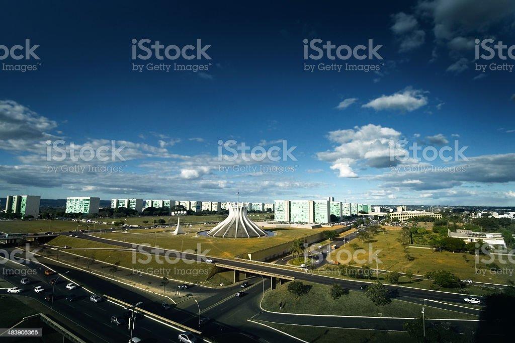 Vista aérea de Brasília's Cathedral e o Ministério Esplanade no Brasil foto royalty-free