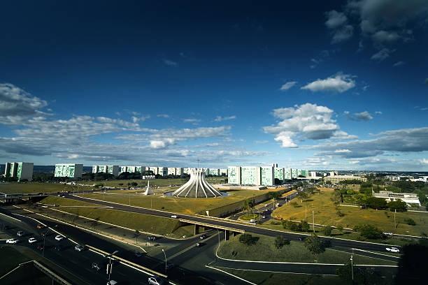 вид с воздуха на бразилиа собор и министерство esplanade в бразилии - бразилия стоковые фото и изображения