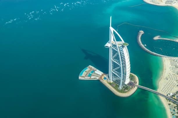Luftaufnahme des Burj AL Arab Hotel in Dubai, Vereinigte Arabische Emirate – Foto