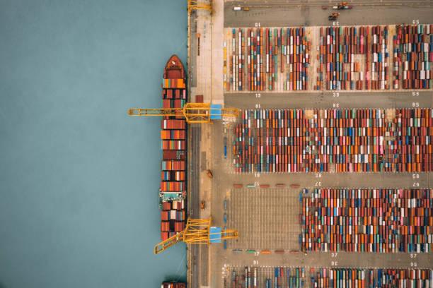 Luftaufnahme des Geschäfts Port. – Foto