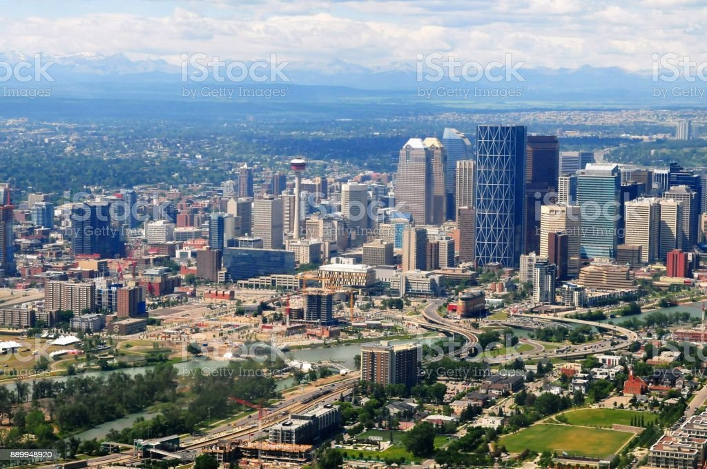 Aerial view of Calgary downtown and bow river, Alberta, Canada. - foto stock