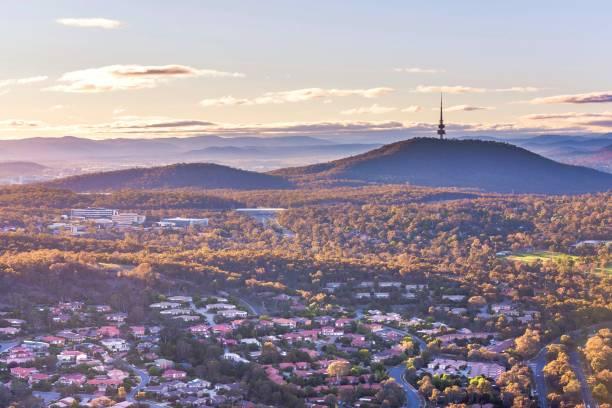 flygfoto över canberra från belconnen på morgonen - canberra skyline bildbanksfoton och bilder