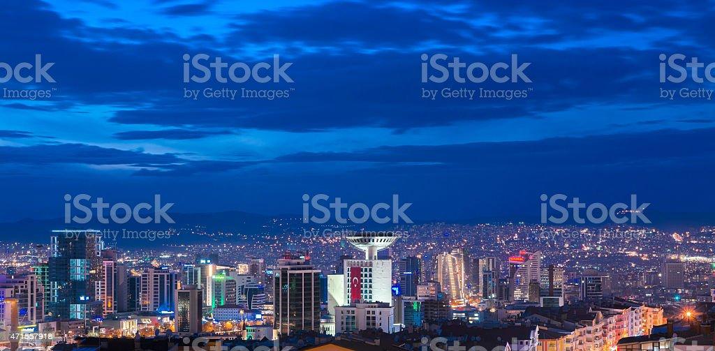 Luftaufnahme der Hauptstadt Ankara bei Nacht – Foto
