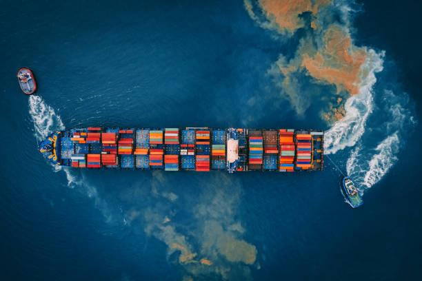 Luftaufnahme des Cargo Schiff, Cargo-Container im Hafen von Lager. – Foto