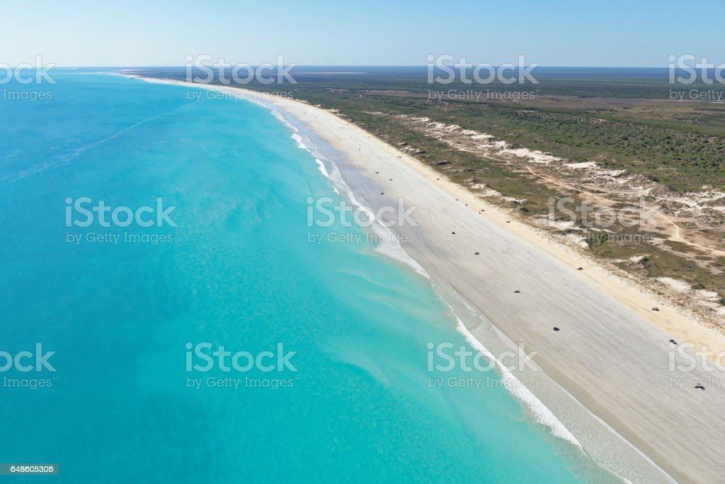 Aerial view of cars dotted along the wide expanse of Cable Beach, Broome, Western Australia stock photo