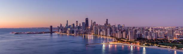 vista aérea de chicago lake shore dr - panoramic shot - edificio hancock chicago fotografías e imágenes de stock
