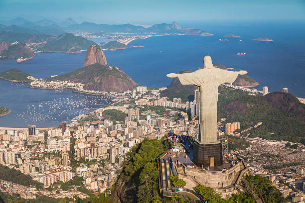 luftbild von christus und botafogo bucht von hohen winkel - rio de janeiro stock-fotos und bilder