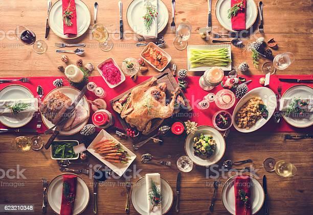 Aerial View Of Christmas Feast On The Table - Fotografie stock e altre immagini di Ambientazione