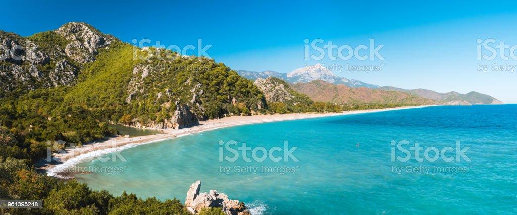 Luchtfoto van Cirali Beach van oude ruïnes van Olympos, Antalya Turkije - Royalty-free Aankomst Stockfoto