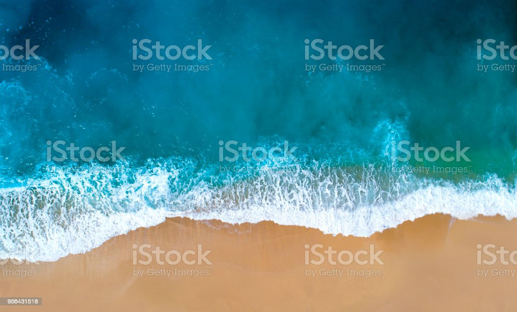 Aerial view of clear turquoise sea - foto stock