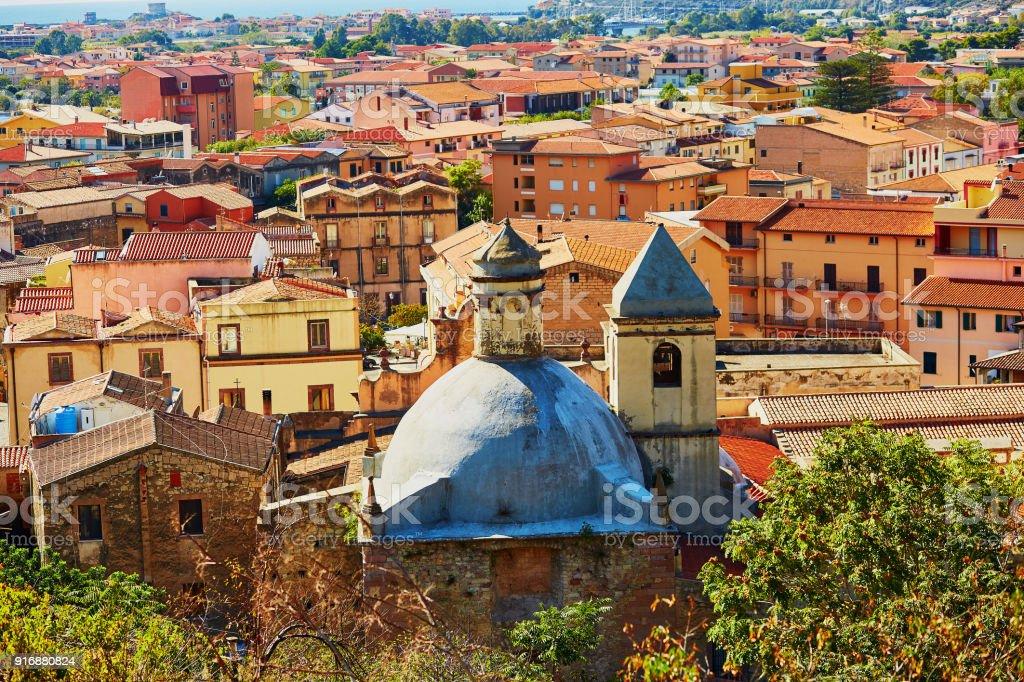 Häuser Italien luftaufnahme der bunten häuser in bosa sardinien italien stock