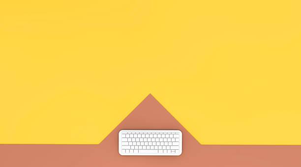 luftaufnahme der computer-tastatur auf farbigen hintergrund - www kaffee oder tee stock-fotos und bilder