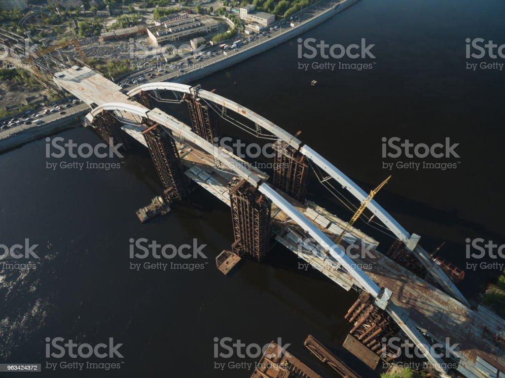 vue aérienne du chantier de construction du pont inachevé, Kiev, Ukraine - Photo de Architecture libre de droits