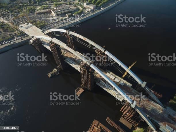 Widok Z Lotu Ptaka Na Plac Budowy Niedokończonego Mostu Kijów Ukraina - zdjęcia stockowe i więcej obrazów Architektura