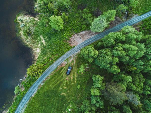luftaufnahme der landschaft-feldweg, wildnis hintergrund von drohne - aerial view soil germany stock-fotos und bilder