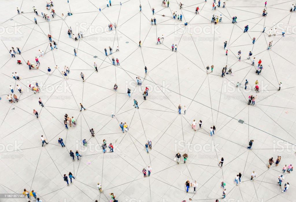 Vista aérea da multidão conectada por linhas - Foto de stock de Abstrato royalty-free