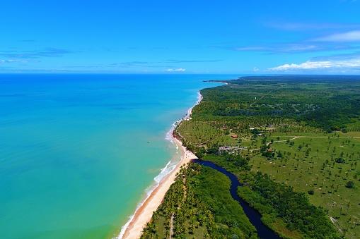 Foto de Vista Aérea Da Praia De Cumuruxatiba Bahia Brasil e mais fotos de  stock de Areia - iStock