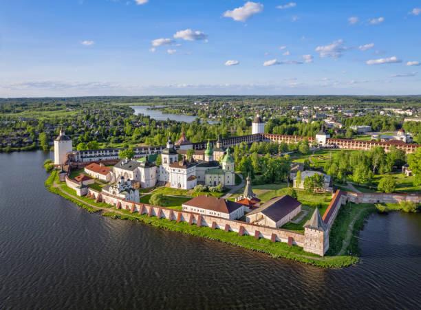 Luftaufnahme des Kyril-Belozerski-Klosters, Kirillov, Russland – Foto