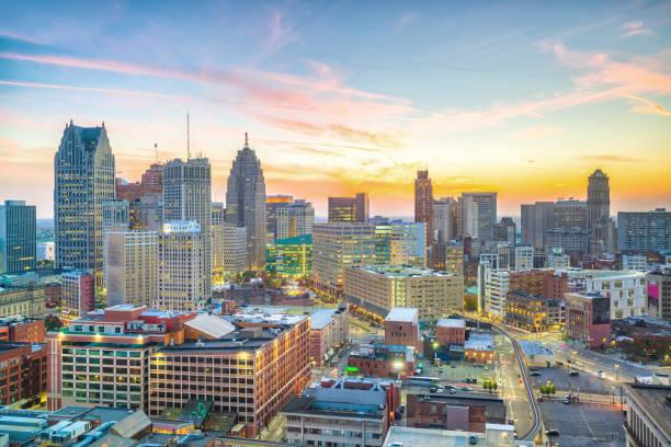 Vista aérea de Detroit da baixa no por do sol em Michigan - foto de acervo