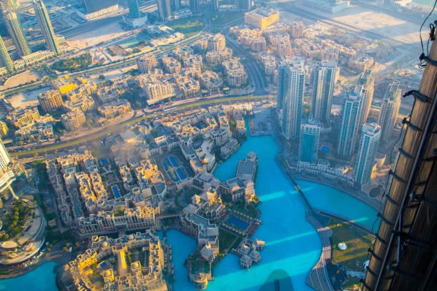 luftaufnahme der innenstadt von dubai - größte städte der welt stock-fotos und bilder
