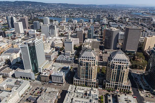 aerial view of downtown oakland california - oakland fotografías e imágenes de stock