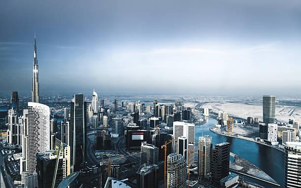 luftbild von dubai stadt sky-line - sheikh zayed road stock-fotos und bilder