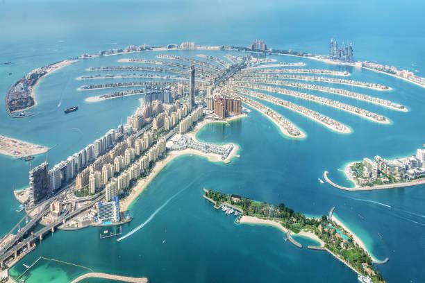 luftaufnahme von dubai palm jumeirah island, vereinigte arabische emirate - dubai stock-fotos und bilder