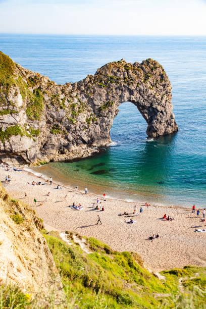 Vista aérea da porta Durdle, destino de férias de verão britânico Jurassic costa de Dorset, UK- - foto de acervo
