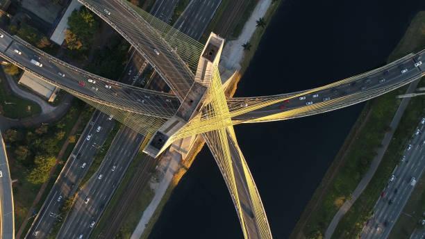 vista aérea da ponte estaiada em são paulo, brasil - são paulo - fotografias e filmes do acervo