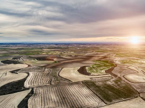 aerial view of fields in monegros aragon spain - półpustynny zdjęcia i obrazy z banku zdjęć