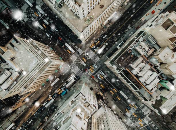 vue aérienne de la cinquième avenue neige - new york photos et images de collection