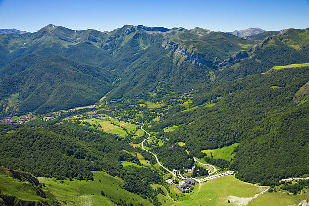 Aerial view of Fuente Dé valley. Picos de Europa, Spain Panorama of the valley. View from the top of Fuente Dé. Cantabria, Spain. EOS 5D MarkII cantabria stock pictures, royalty-free photos & images