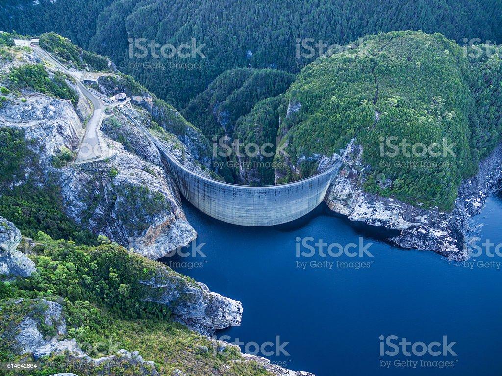 Aerial view of Gordon Dam and lake. Southwest, Tasmania - foto de acervo