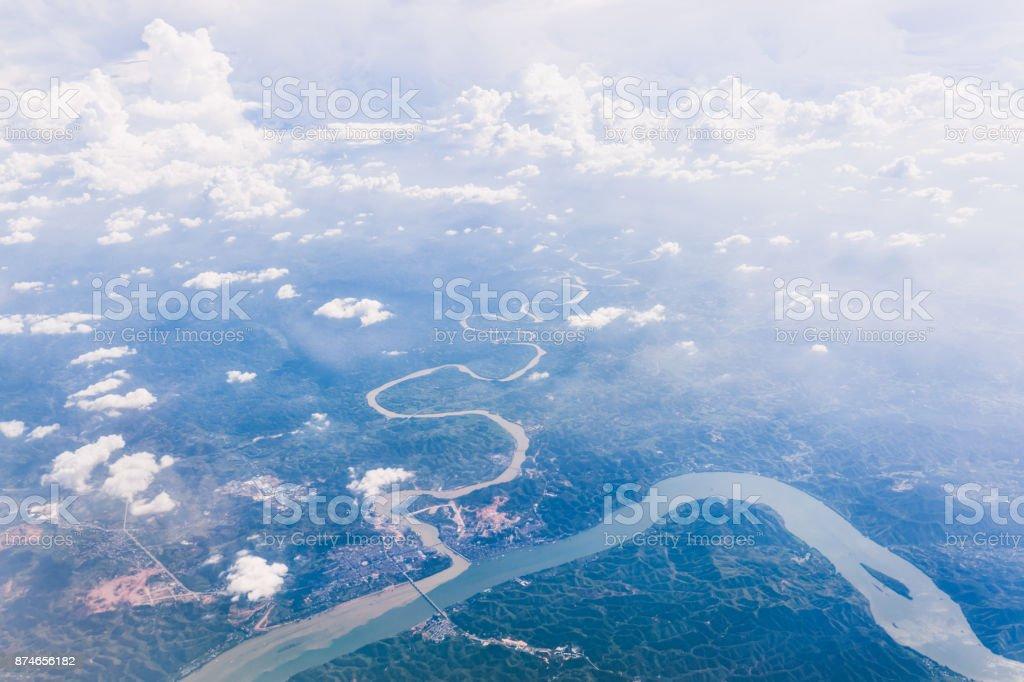 Luftaufnahme des großen geschwungenen Fluss – Foto